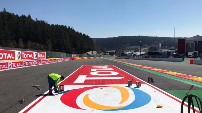 applying surface branding roadgrip