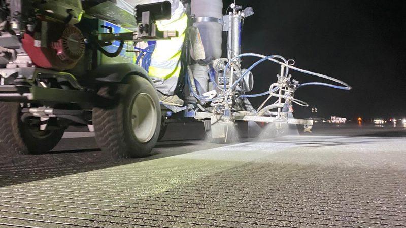 grooved runway roadgrip