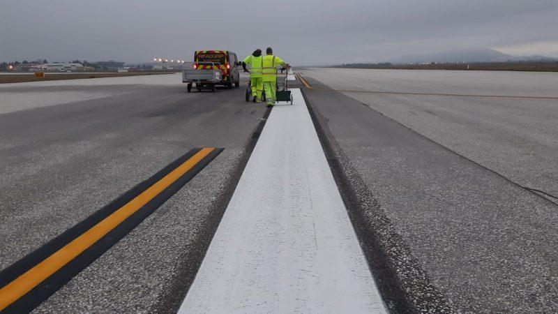 runway line painting roadgrip