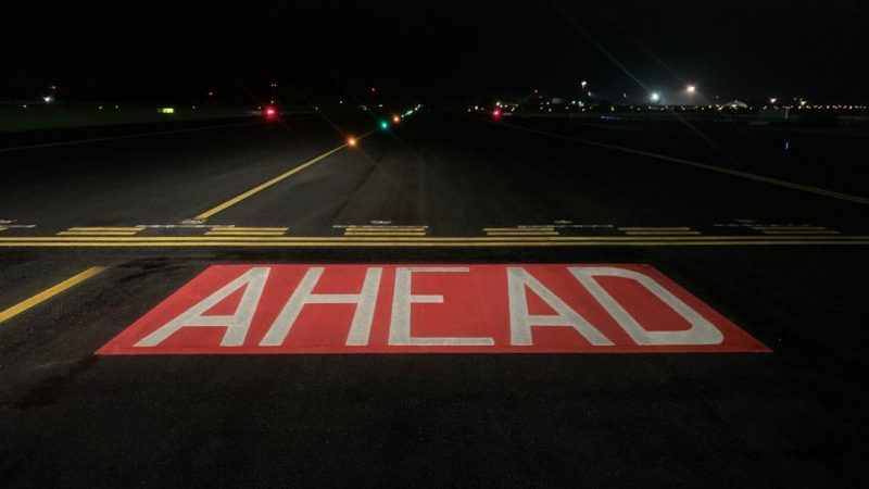 runway markinga at night